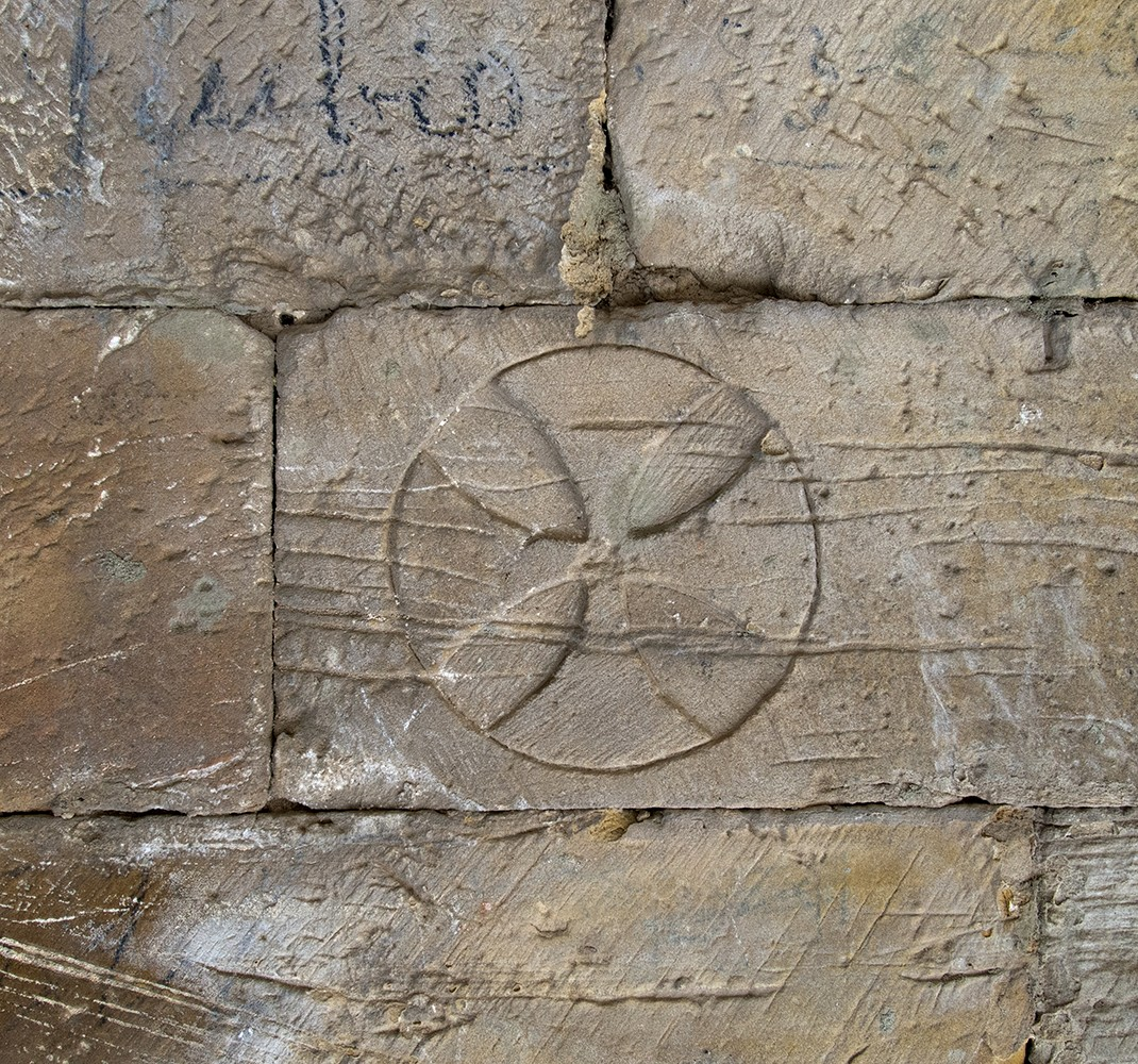 Marks of stonemasons, inscriptions and epigraphs.