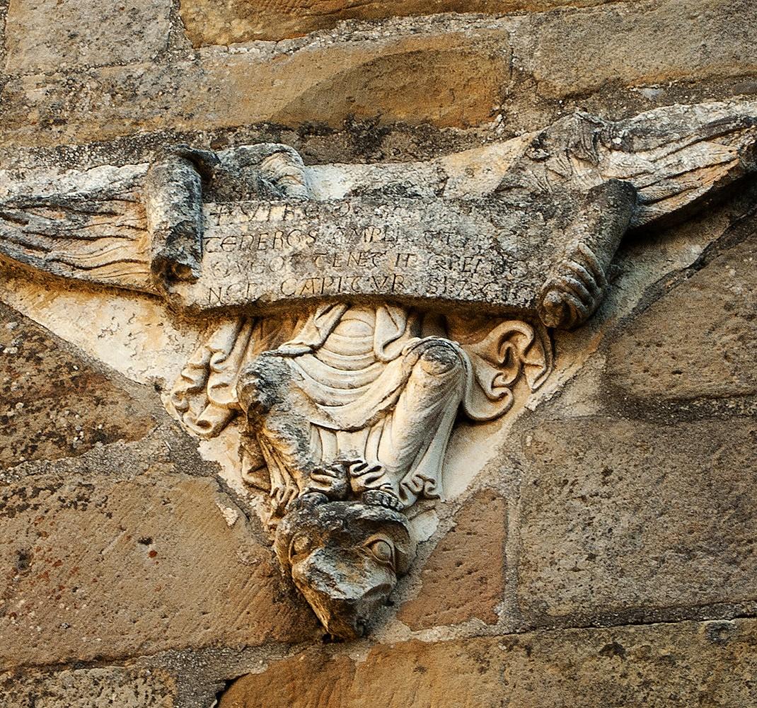 Esculturas de dos ángeles